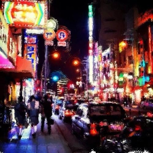 夜の街を… みなさん、お疲れ様でした。ただいま帰宅中だよ~! 明日からの三連休楽しもうね!v( ̄Д ̄)v イエイ