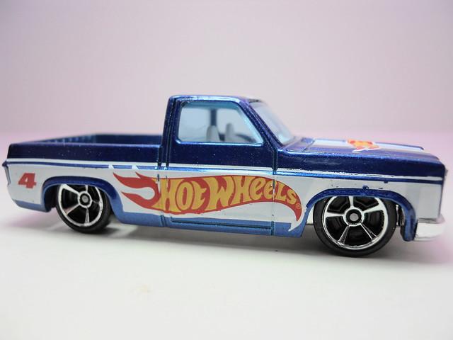 hot wheels '83 Chevy Silverado (3)