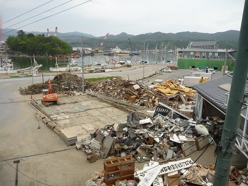 気仙沼プラザホテルの駐車場から Japan Quake Volunteer Bus to Kesennuma, Miyagi pref.