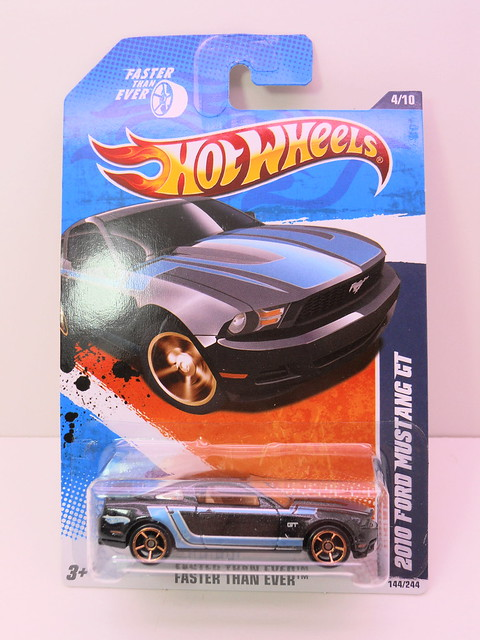 hot wheels 2010 ford mustang gt (1)