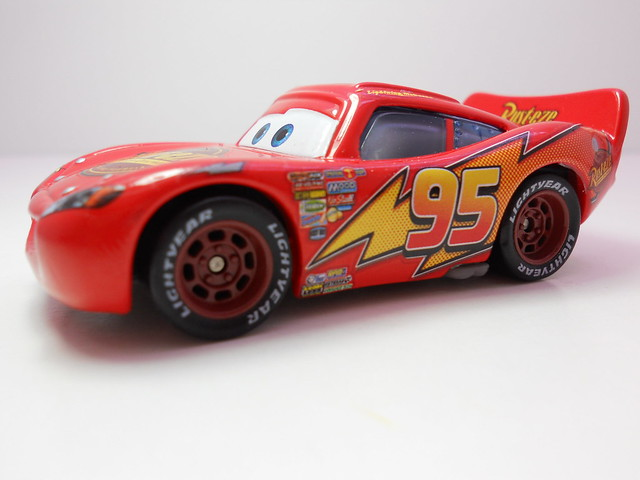 disney cars 2 kmart event 2011 lightning mcqueen rubber tires (2)