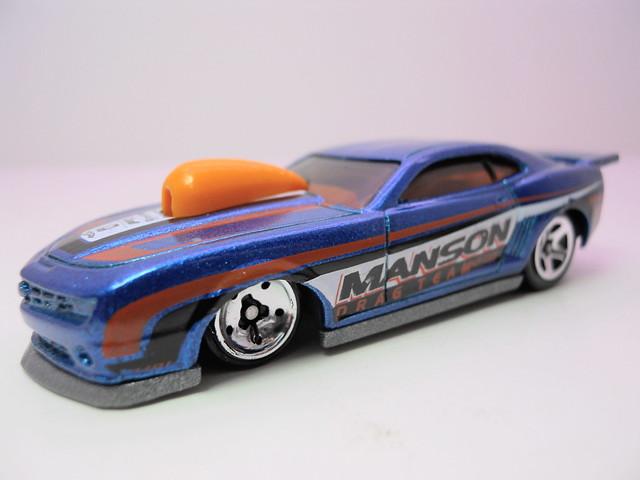 hot wheels '10 pro stock camaro blue (2)