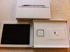 iPad2を取り出すと中に付属品が!