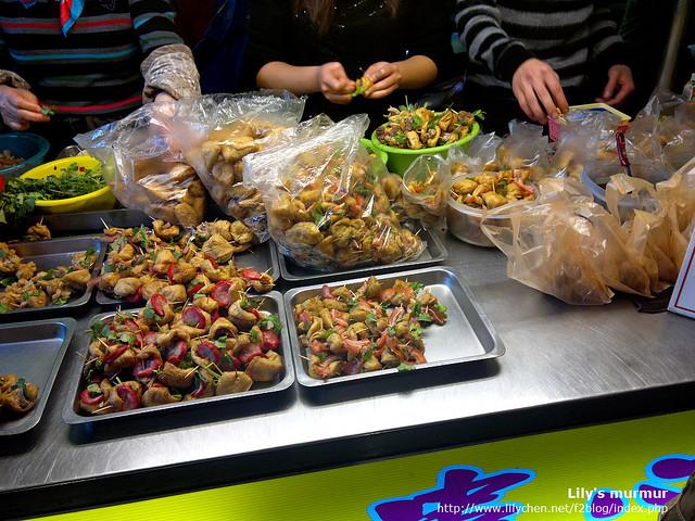 宜蘭小吃「一串心」,我還蠻喜歡的,因為吃起來方便又容易。但怕吃香菜的一定要提醒店家千萬不要放...
