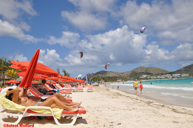 On Site St. Maarten: Make Out And More at Cupecoy Beach