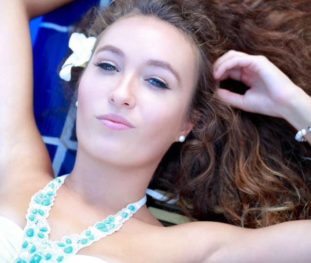 Closeup Young Woman In Swimsuit Laying Down And Looking At The Camera Patrick Foto