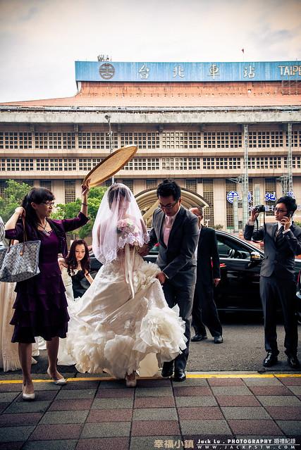 好氣派的引娶在台北火車站前