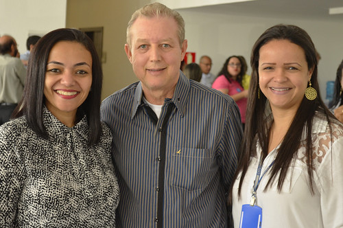 José Maria Facundes ladeado por Débora Barbosa e Sílvia Miranda, do Senac - Foto Emmanuel Franco