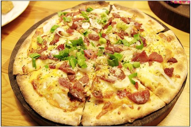 中壢中原monkey in rain pizza (32).JPG