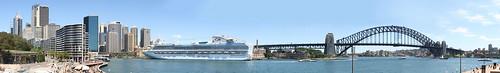 Sydney Hafen mit Kreuzfahrtschiff