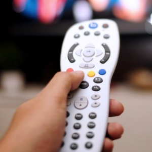 TV paga perde quase 700 mil assinantes em um ano, diz Anatel