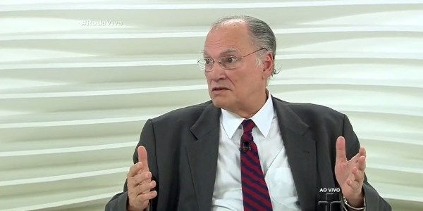 "Ministro diz no ""Roda Viva"" que veto de Chico é ""fruto de intolerância"""