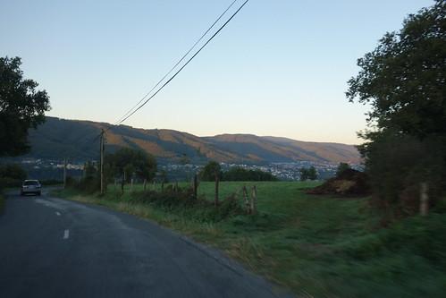 Tôt le matin, nous prenons la route de l'école