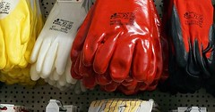 """Der Handschuh. Die Handschuhe. Genauer: Der Arbeitshandschuh. Die Arbeitshandschuhe. Viele verschiedene Arbeitshandschuhe. • <a style=""""font-size:0.8em;"""" href=""""http://www.flickr.com/photos/42554185@N00/30586769635/"""" target=""""_blank"""">View on Flickr</a>"""