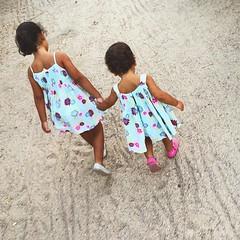 Sisters in love #niñas #bolote