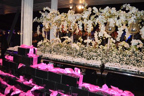 Caixinhas de doces lembranças e profusão de orquídeas