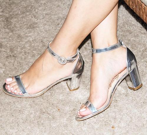 As sandálias prata são as queridinhas fashion
