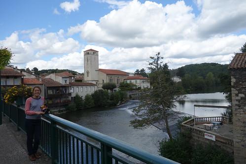 La courbe de l'Âgout (la rivière) qui donne son nom au village