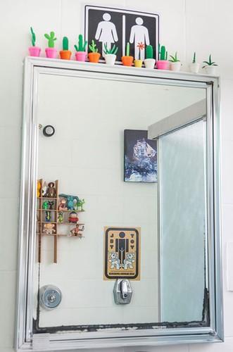 Nada de guardar a escova de dentes em armário fechado