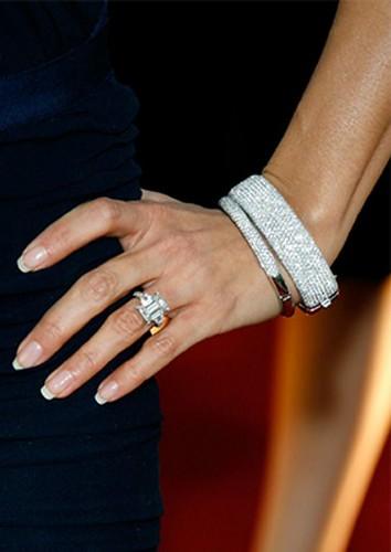 Diamantes, muitos diamantes na coleção de Melania
