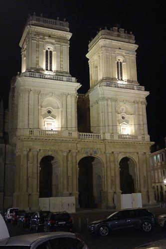 """Nous disons """"Au revoir Auch !"""" devant sa somptueuse cathédrale !"""