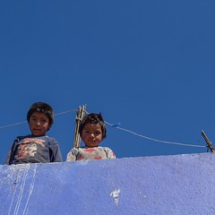 Kids hanging out on the rooftop watching the alien gringo pushing his baby carriage. #theworldwalk #travel #guatemala