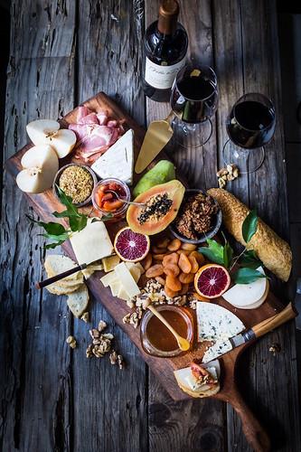 tábua de queijos e frutas