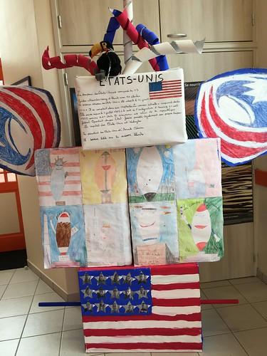 Le superbe totem de la classe : les élèves ont choisi de représenter les USA dans leur compétition de rugby