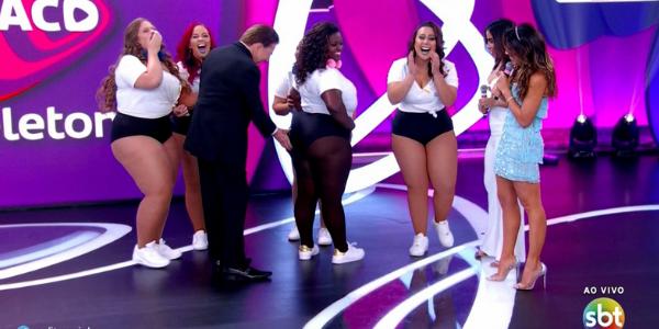 Silvio Santos apalpa bumbum de mulher plus size no Teleton