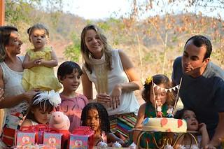 Titia Mariângela com Luma, Mila, Davi, Cássia, Helena e Maria, mais Manu e Rodrigo