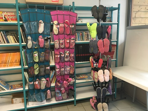 Ici, pas de chaussure en classe : tout le monde en chaussons !