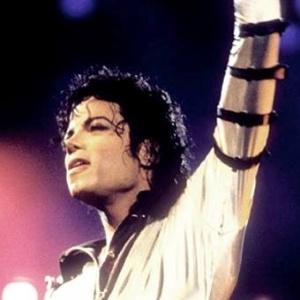 Mulher acusa Michel Jackson de abuso sexual na infância, diz jornal