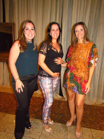 Aline, Juliana Chocolatier - à espera do Bernardo - e Mariana, da Samambaia Confecções