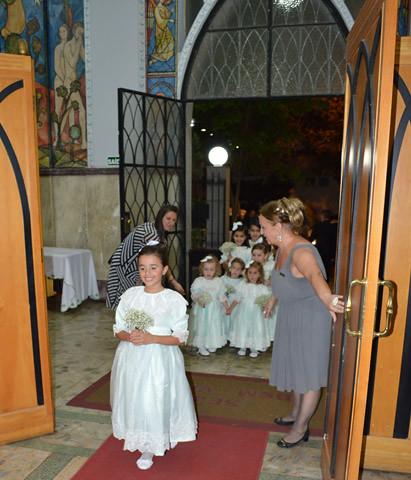 Helena Franco Clemente, filha de Maria Paula, puxou o séquito de daminhas