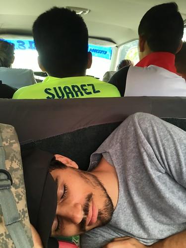 Il est possible de partager un taxi ... devinez où Laurent se repose dans ce taxi !