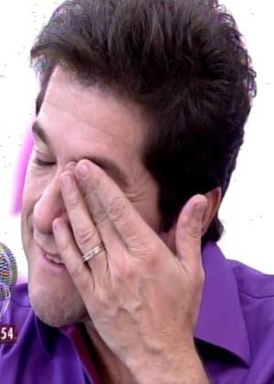 Cantor Daniel chora com homenagem do pai e fala do irmão especial