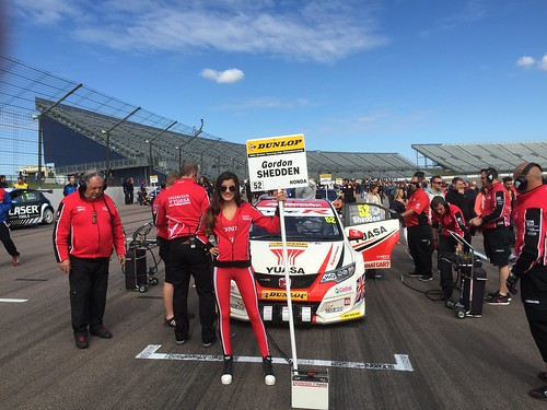 Gordon Shedden's car on the BTCC grid at Rockingham, September 2015