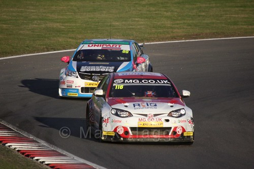 Tom Ingram chases Ashley Sutton during the BTCC Brands Hatch Finale Weekend October 2016