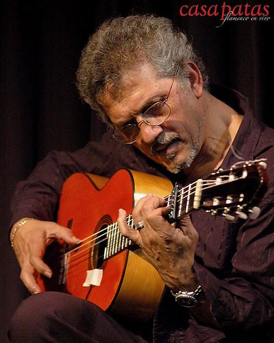 Enrique Jiménez a la guitarra. Foto: Martín Guerrero