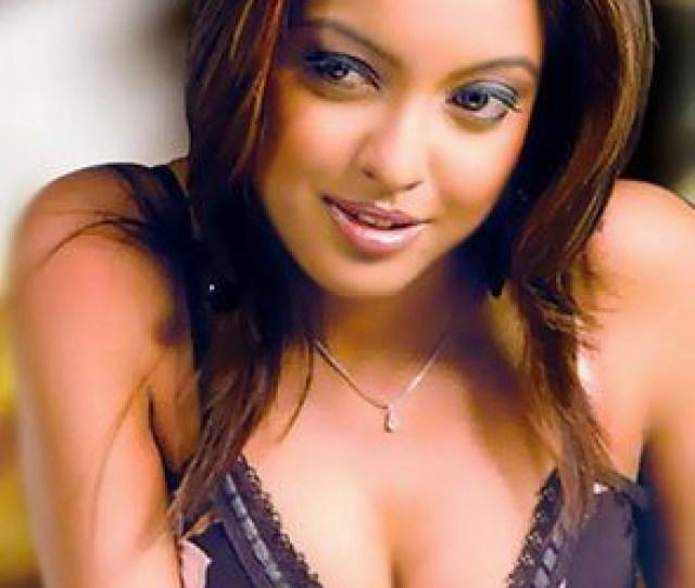 Hot Sexy Tanushree Dutta