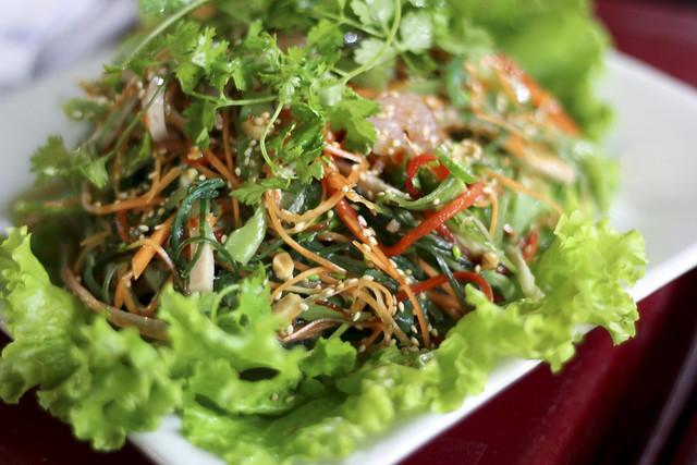 seaweed salad with shrimps