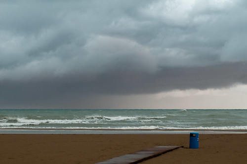 A storm is approaching (I)