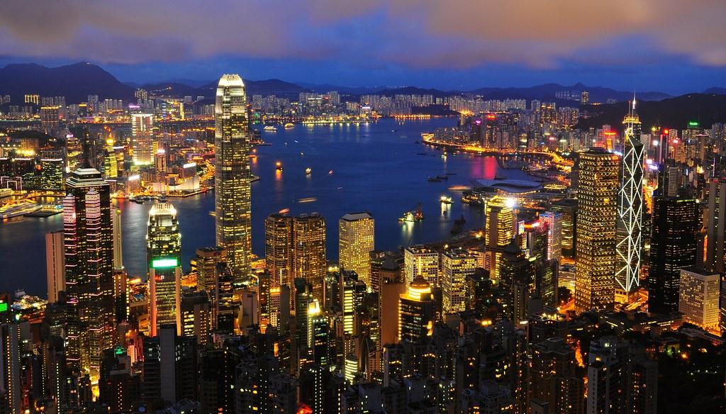 慢旅行 x 西文: 麻痺在香港的璀璨夜景