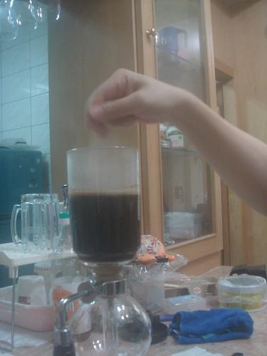 syphon燒開加入咖啡粉攪拌3