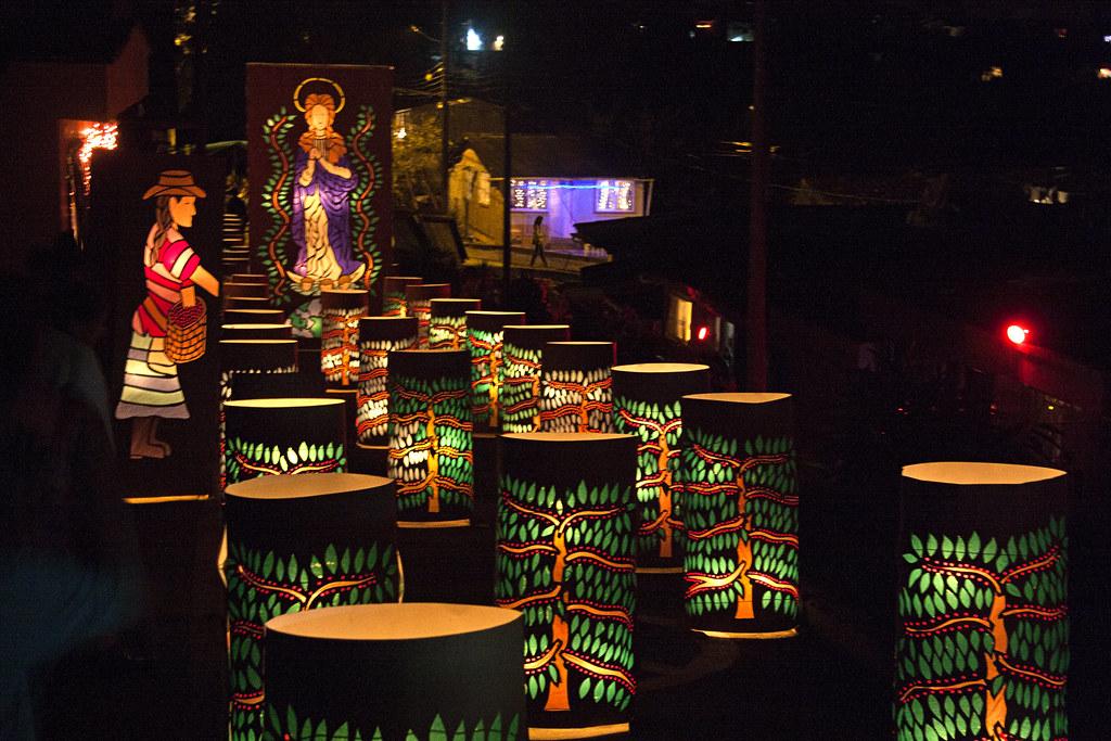 Imagen de Faroles con motivos ecológicos en Quimbaya