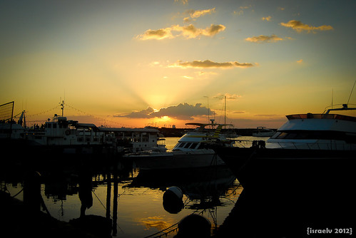Sunset at Harbour Square, Apr. 9th at 7:01pm by {israelv}