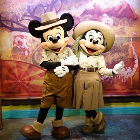 冒険姿のミッキーさんとミニーさん。