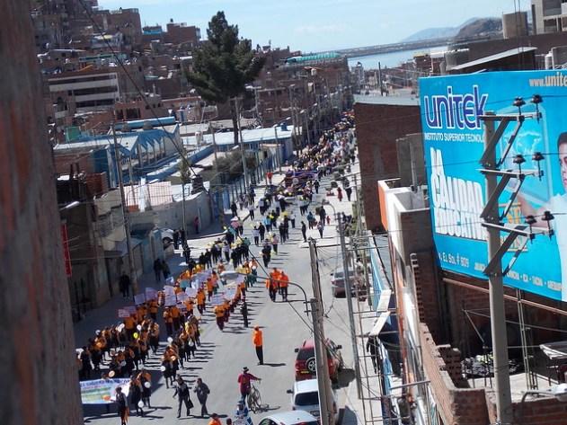 Desfile do Dia Nacional de Simulação de Sismo