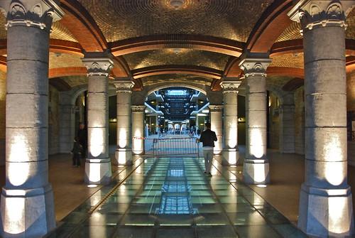 Une des entrée en style médiéval (Tour et Taxi -Bruxelles)