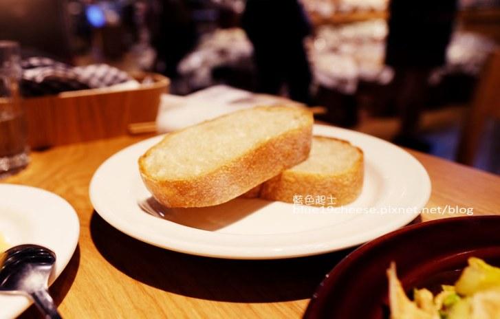 29733205340 355512b3b4 c - Cafe&Meal MUJI台中店-MUJI無印良品生活研究所台中旗艦店.冷熱食組合搭配套餐.貼心的兒童的木製遊戲空間.全台獨家刺繡服務.ReMUJI商品